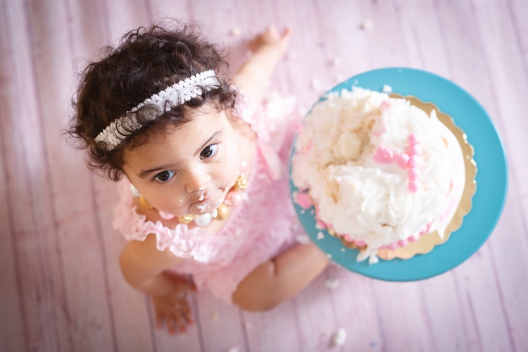 Cake smash photography with pink wood flooring