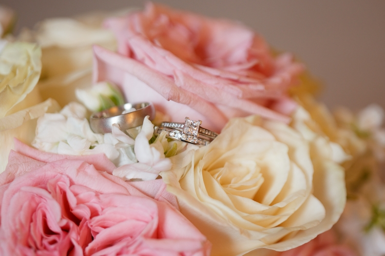 Bridal bouquet and wedding bands