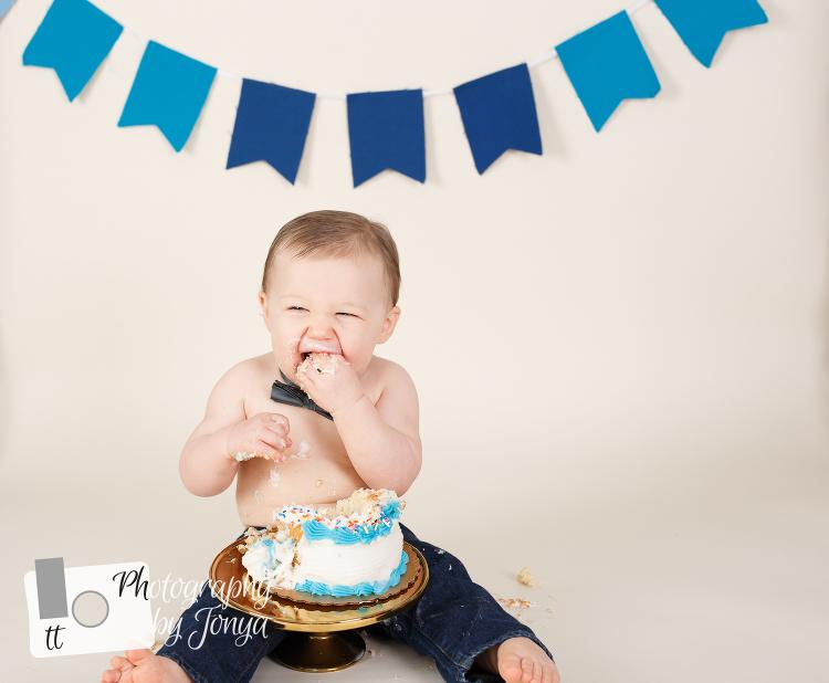 Boy cake smash