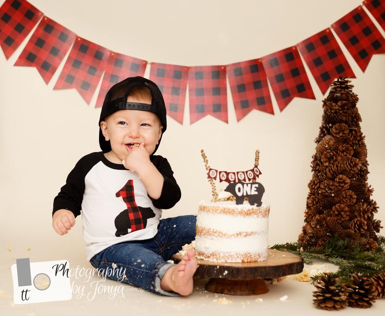 Boy winter cake smash